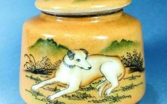 郎世宁手绘的瓷画犬