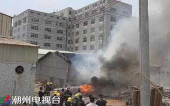 海绵起火殃及陶瓷仓库 枫溪一厂房屋顶被烧塌