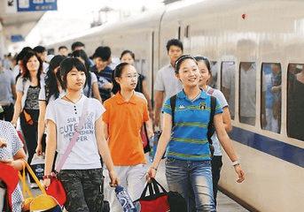 全国铁路暑运预计发送旅客近6亿人次