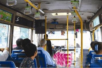 应对元旦小长假返乡客流高峰 荆州公交增加8%运力