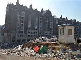 中央香榭小区外空地变垃圾场 业主饱受困扰