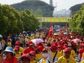 2017中国山地马拉松系列赛首站在嵖岈山鸣枪开跑