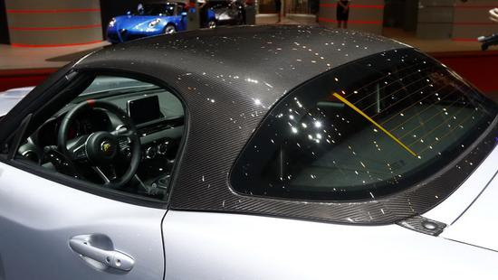 自带碳纤维硬顶 菲亚特发布Abarth 124 GT