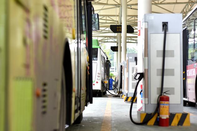 新能源公交运营补贴存争议:谁该拿这笔钱?