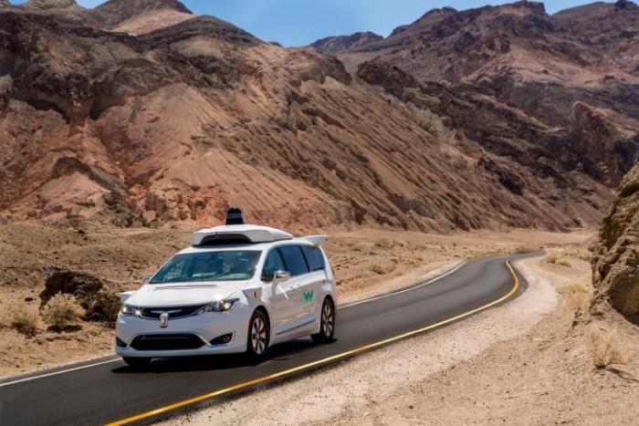 谷歌在加州死谷对无人驾驶车进行耐热测试