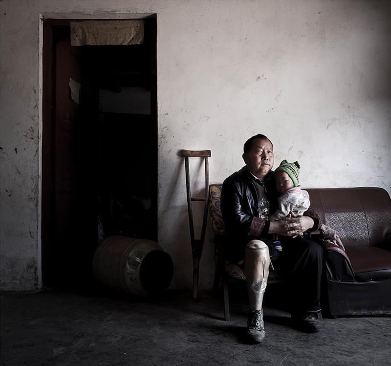 王清明的两个女儿,一个在中国出生,一个由妈妈从越南带来。
