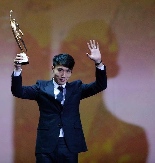 郑智曾代表恒大在2013年拿到了体坛风云人物的最佳团队奖。