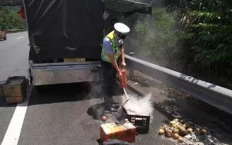 福建一鲜果货车自燃 可自燃原因让人没想到