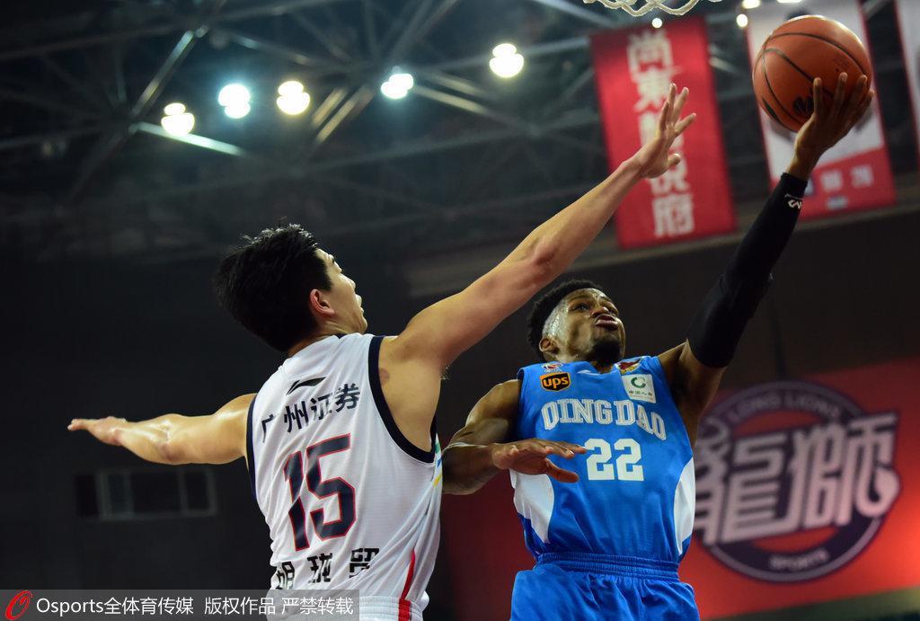 广州8分胜青岛取三连胜 福格46+8+5吉布森26+9+5