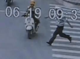 男子逆行拳头挥向协警 妨碍公务被行政拘留
