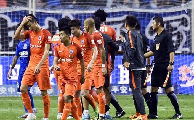 鲁能0-0申花 进攻被强行吹停引争议