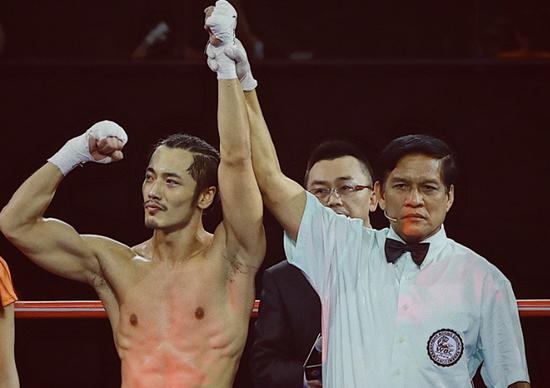 薛皓文2分29秒tko获胜,跨界首秀胜利归来图片