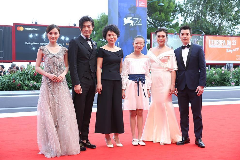 《嘉年华》首映 关注女性困境收获中外媒体好评