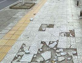 红角洲地砖破损路灯不亮 红角洲居民路难行