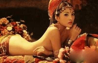 古代按压孕妇肚子视频