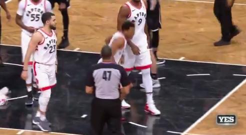 【影片】Lowry重摔傷到臀部無法站立,快來人給我的屁股做個X光!-Haters-黑特籃球NBA新聞影音圖片分享社區