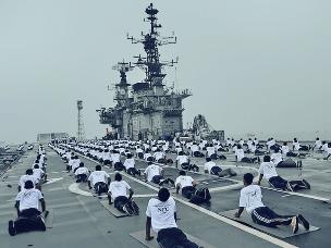 """印度航母变""""瑜伽广场"""",不练战机练瑜伽"""
