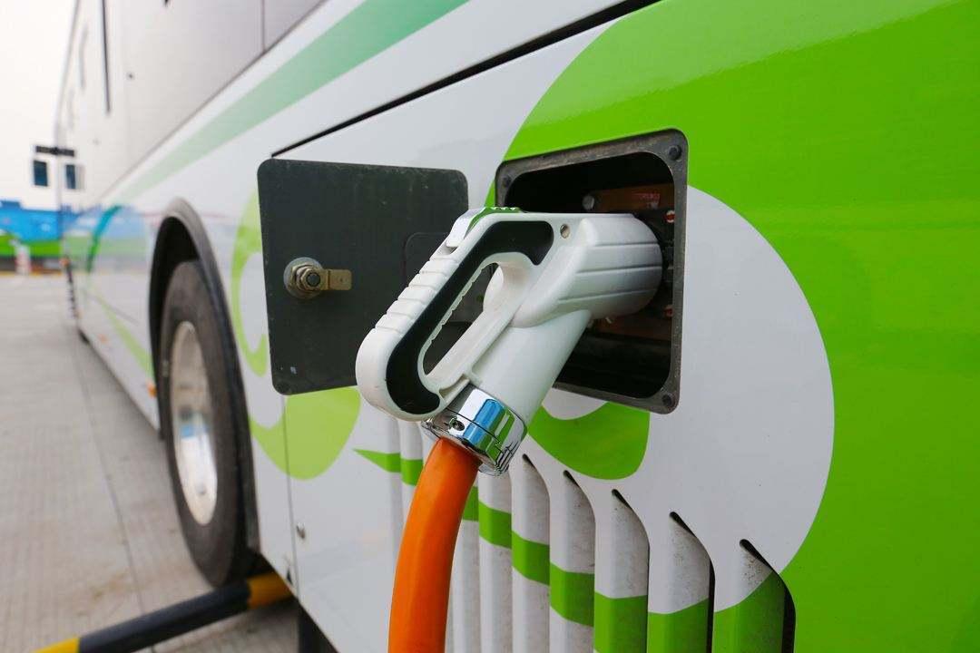 新能源销量一路飘红 车企应承担更多服务责任
