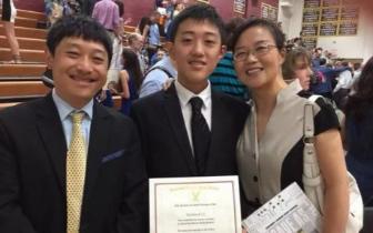 16岁华人学生美国高考获双满分 家长:我也很惊讶