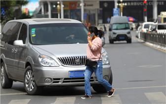 礼让斑马线治理将成郑州常态 车主叫苦