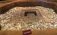 雷峰塔地宫模型被钱币淹没