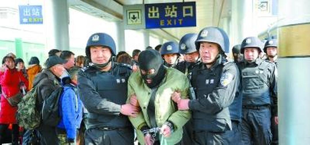 临桂法院公开庭审跨国人体运毒案