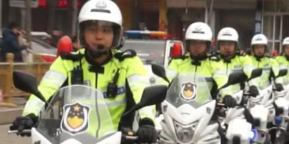 帅!商丘首支骑警队亮相街头巡逻