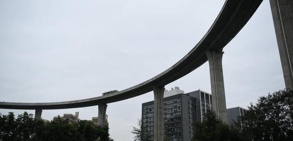 """重庆现最""""惊险""""立交桥 驾车如坐过山车"""