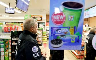 美国移民局官员突击逮捕20多名无证移民