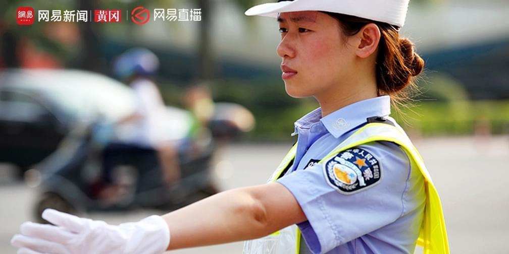 """40℃下城市美容师系列2:看交警的""""烤""""验"""