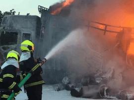 沈海高速一大货车突然起火 事故原因仍在调查