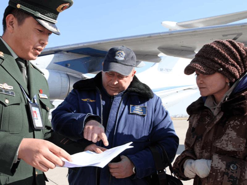 """呼市边防检查站为俄罗斯空军""""勇士""""飞行表演队提供通"""