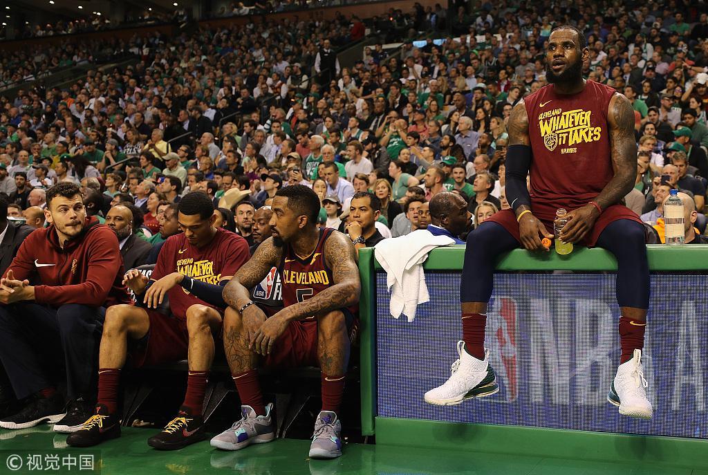 JR:凯尔特人逼詹皇打英雄球 我们必须站出来帮助