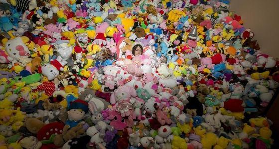 90后女孩抓娃娃一年花费4万多