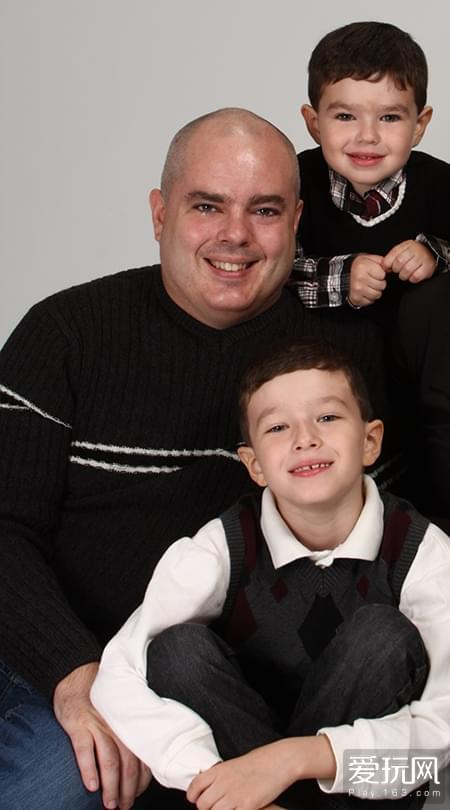 邓肯与自己的两个孩子,下方的是卡梅伦