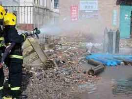 工人切割液化气罐发生爆炸 两人受伤