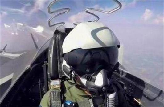 军事专家:歼20飞行员头盔或已实现头盔显示功能