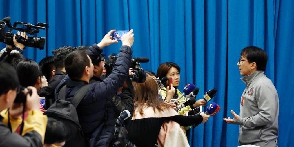全国政协十三届一次会议文艺界小组会议举行