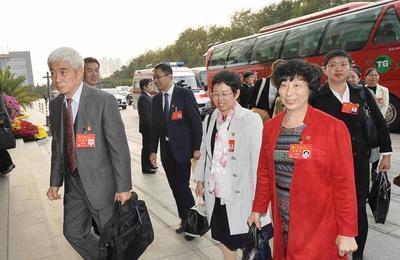 中共十九大代表陆续抵达北京