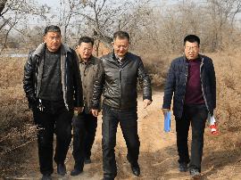 渑池县法院院长刘占军入村调研 慰问干警鼓干劲
