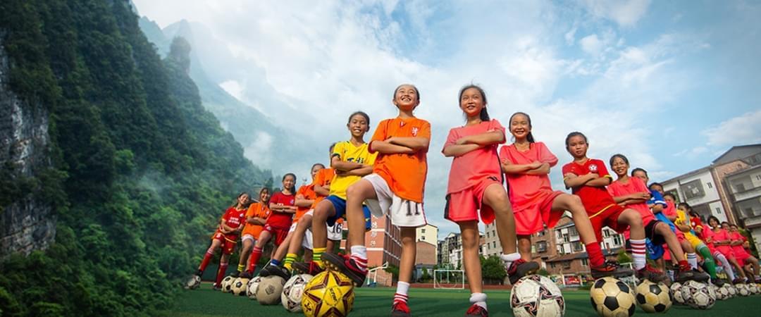 冉雄飞亲带留守儿童女子足球队逆袭夺冠