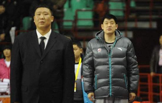 王晗(左)