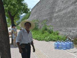 福清数百市民接山泉水 疾控中心提醒:喝前要检测
