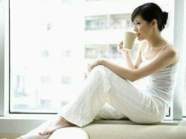 美容养生小常识 睡前喝水会水肿吗
