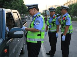 平度交警一天查获各类交通违法行为131起