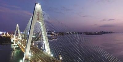 """《夜瞰·海口》""""醉美""""世纪大桥"""