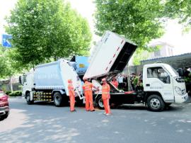 """青岛市北45辆摆渡车上阵 打通垃圾清运""""最后一公里"""""""