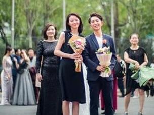 中国传媒大学毕业生举办盛装红毯秀