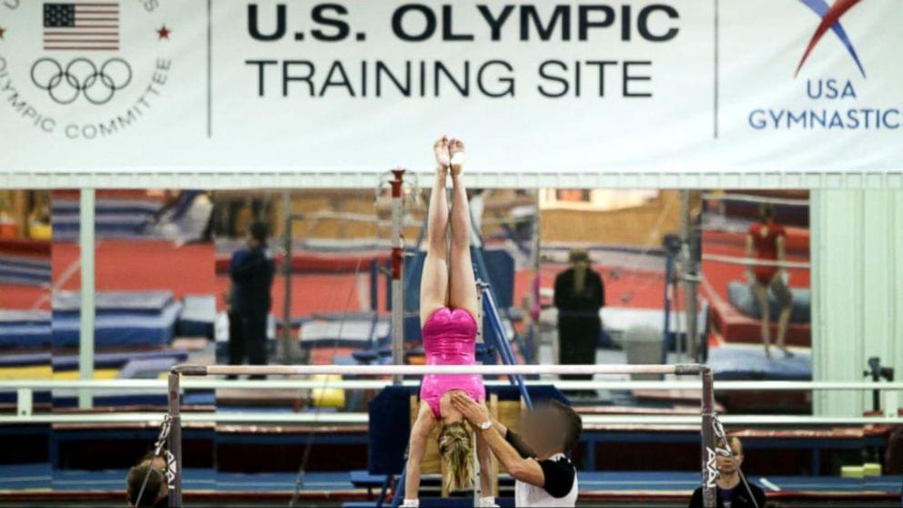 带着孩子移民?揭秘美国性侵魔窟,超300名体操女孩被蹂躏