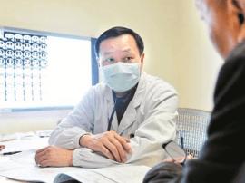 坐专家门诊22年 坚持不滥打吊针  三年仅开一张门诊输液单